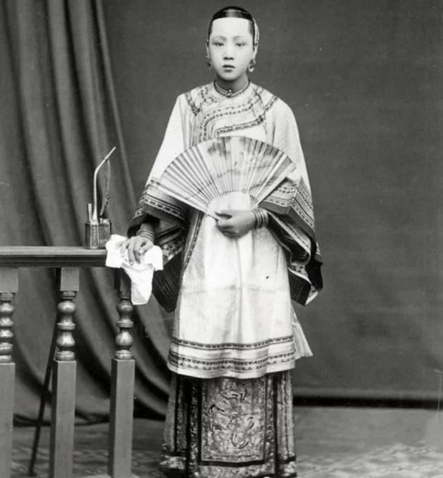 Chùm ảnh bóc trần gia tộc đại thần triều đại nhà Thanh: Con đàn cháu đống, nhan sắc vợ lẽ trẻ tuổi gây chú ý - Ảnh 3.