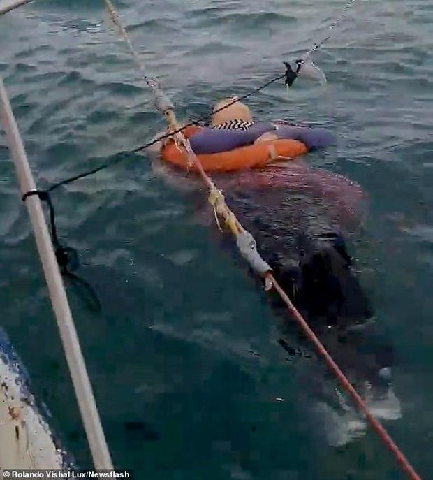 Người phụ nữ mất tích bí ẩn 2 năm bất ngờ được tìm thấy đang trôi lênh đênh trên biển và vẫn... sống - Ảnh 2.