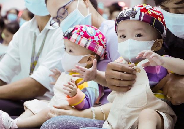 ẢNH: Chị em Trúc Nhi - Diệu Nhi ngồi ngoan ngoãn vỗ tay theo nhạc, đón Trung thu cùng các bạn trong bệnh viện - Ảnh 5.