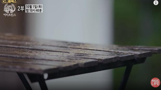 Gong Yoo rưng rưng nước mắt, nhớ thương bạn diễn quá cố ở phim tài liệu Tiệm Cà Phê Hoàng Tử - Ảnh 2.