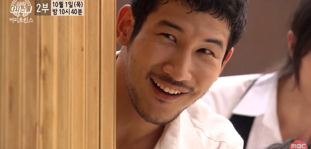 Gong Yoo rưng rưng nước mắt, nhớ thương bạn diễn quá cố ở phim tài liệu Tiệm Cà Phê Hoàng Tử - Ảnh 3.