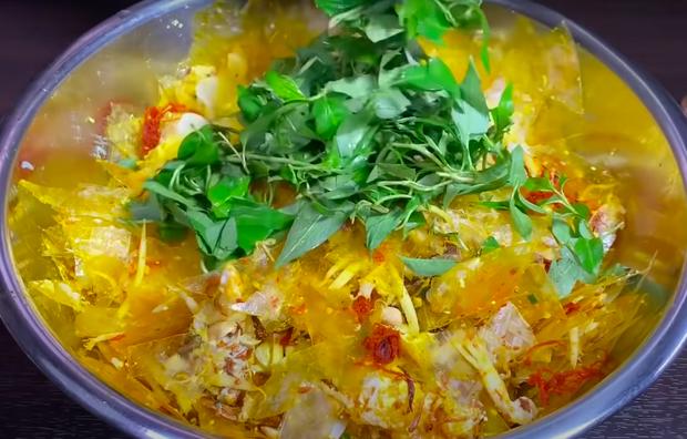 Chỉ có thể là Quỳnh Trần JP: Làm bánh tráng trộn với… tôm hùm và trứng đà điểu, thành quả quá ngỡ ngàng - Ảnh 7.