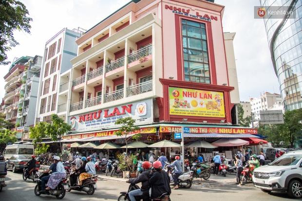 Cùng là bánh Trung thu Như Lan: Người Sài Gòn chen nhau ở tiệm, bánh lề đường mua 1 tặng 4 không ai buồn ghé là vì sao? - Ảnh 9.