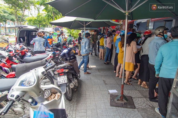 Cùng là bánh Trung thu Như Lan: Người Sài Gòn chen nhau ở tiệm, bánh lề đường mua 1 tặng 4 không ai buồn ghé là vì sao? - Ảnh 13.