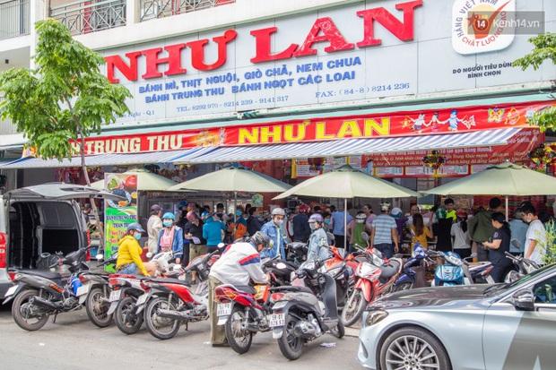 Cùng là bánh Trung thu Như Lan: Người Sài Gòn chen nhau ở tiệm, bánh lề đường mua 1 tặng 4 không ai buồn ghé là vì sao? - Ảnh 14.