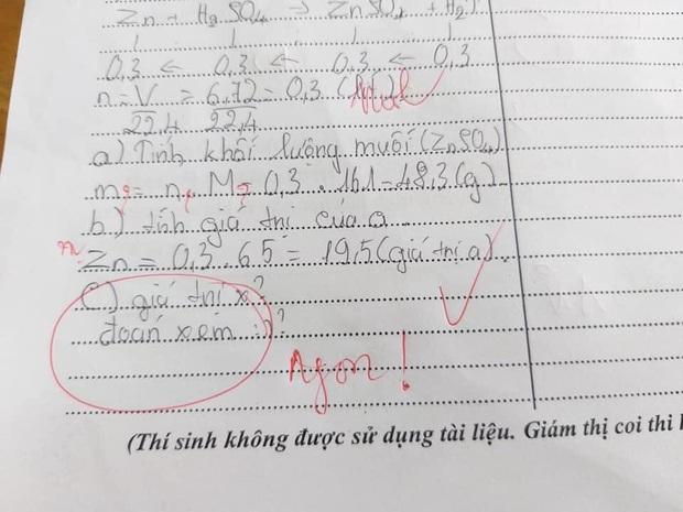 Làm kiểm tra mà bắt cô đoán đáp án, học trò bị đáp lại bằng một từ cực chất - Ảnh 1.