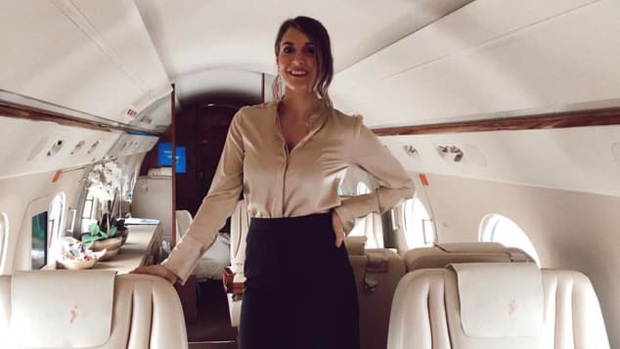 Tiếp viên hàng không cho giới siêu giàu: Bay cùng… xác chết, bồn cầu hàng hiệu, nhận lương vài trăm USD/ngày - Ảnh 2.