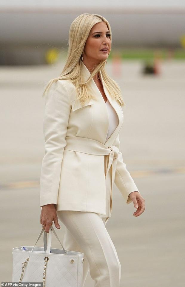 Ái nữ Ivanka và Đệ nhất phu nhân diện đồ nghìn USD dự tranh luận của ông Trump - Ảnh 1.