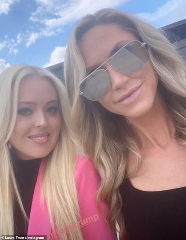 Ái nữ Ivanka và Đệ nhất phu nhân diện đồ nghìn USD dự tranh luận của ông Trump - Ảnh 2.
