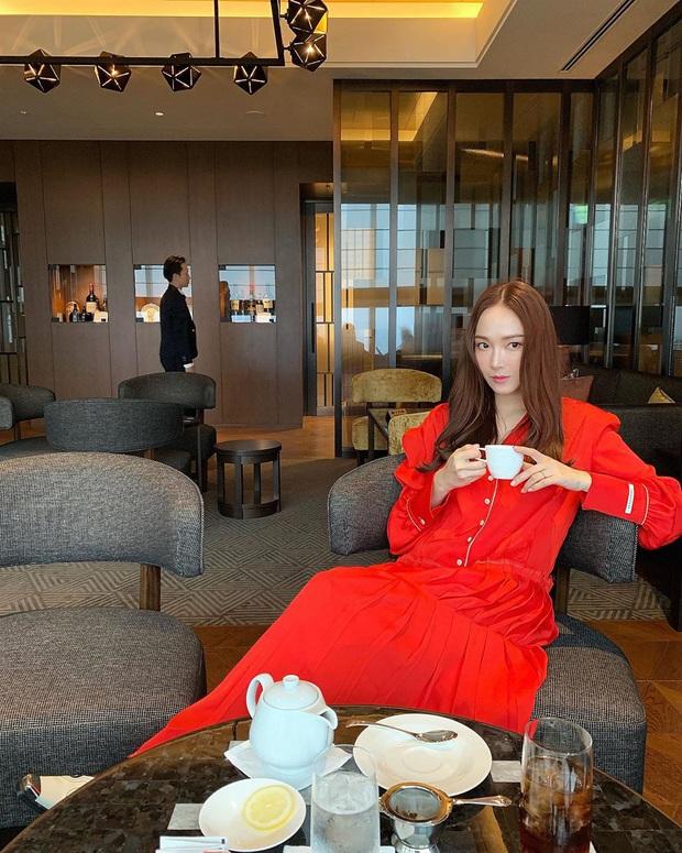 Sao Hàn diện váy liền mùa Thu: Nàng tiểu tam hot nhất xứ Hàn cũng góp vui với bộ váy hoa đẹp mê ly - Ảnh 2.