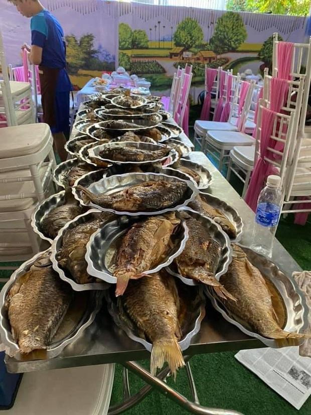 Dựng rạp, bày 150 mâm cỗ cưới rồi bị bom, chủ nhà hàng tuyệt vọng nhờ người dân Điện Biên giải cứu - Ảnh 3.
