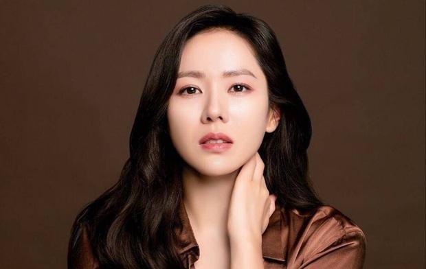 Báo Trung đặt nghi vấn Son Ye Jin đang cố tình chiêu trò, dùng dằng kéo fame bằng việc tự gán ghép với Hyun Bin - Ảnh 8.