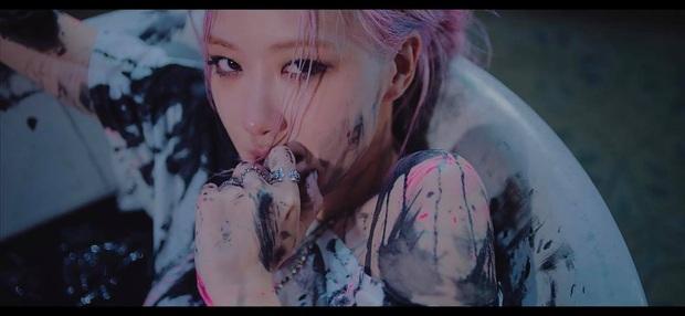 3 mẩu BLACKPINK đau khổ vì tình riêng Lisa e ấp bên trai lạ trong teaser MV mới, hé lộ 1 câu hát mà đã thấy hay rụng rời - Ảnh 6.