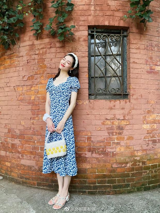 Jisoo xinh thế mà vẫn lép vế trước người tình của cha nuôi Lưu Diệc Phi khi diện cùng một mẫu váy - Ảnh 2.