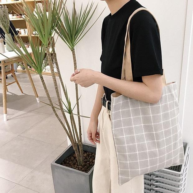 Chán diện balo đi học thì bạn hãy đổi sang túi tote vải: Giá rẻ, nhẹ tênh, diện lên là có style chuẩn Hàn Xẻng - Ảnh 7.