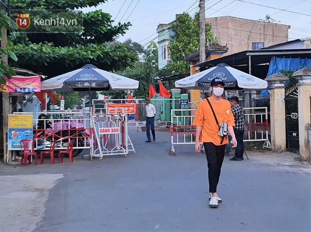Chuyến xe từ khu vực phong toả do dịch Covid-19 đến điểm thi tốt nghiệp của các thí sinh tại Đà Nẵng - Ảnh 1.