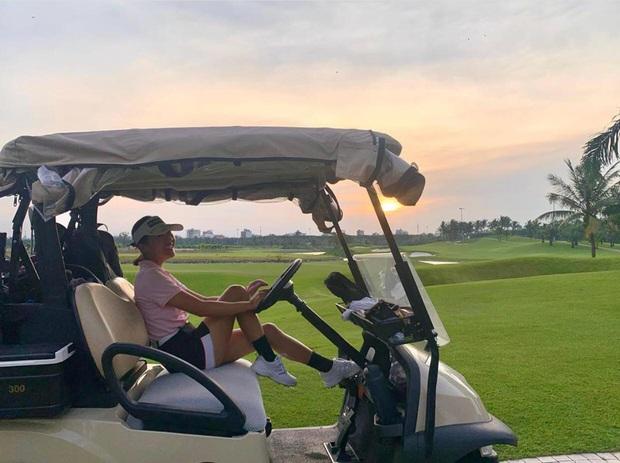 Sân golf hóa đấu trường đọ body trá hình của mỹ nhân Vbiz: Hương Giang cực nuột bên Matt Liu, Hoa hậu, Á hậu so kè quá căng - Ảnh 10.