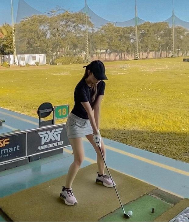 Sân golf hóa đấu trường đọ body trá hình của mỹ nhân Vbiz: Hương Giang cực nuột bên Matt Liu, Hoa hậu, Á hậu so kè quá căng - Ảnh 9.