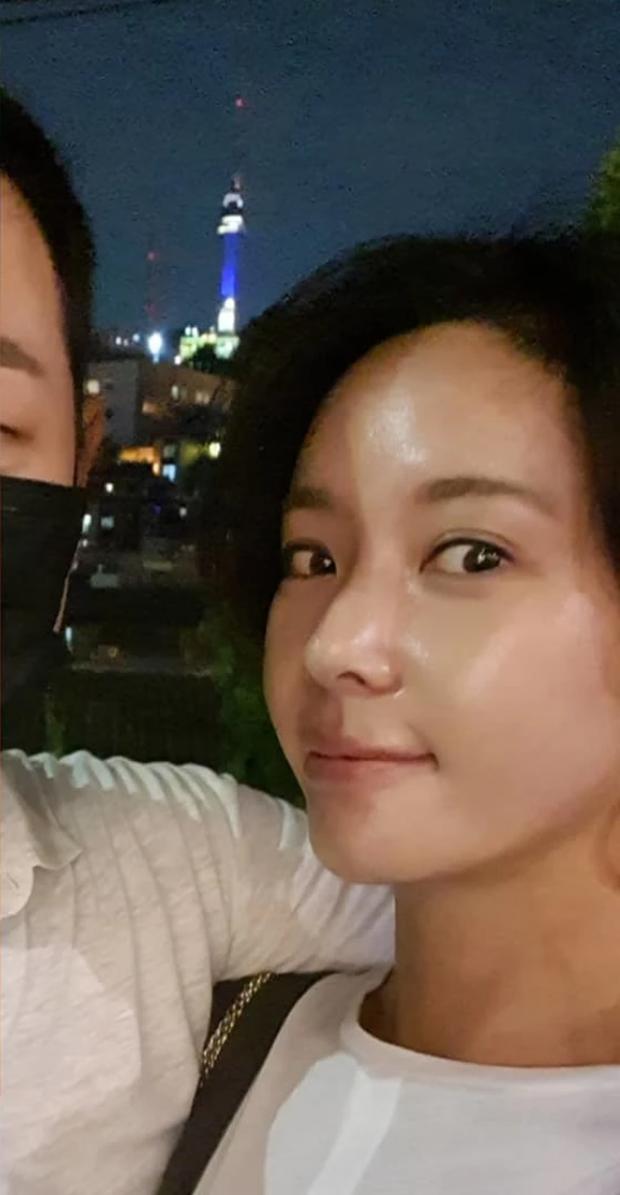 Knet đào lại loạt ảnh Hwang Jung Eum tình tứ cùng chồng 3 tháng trước: Đã cố cứu vãn hôn nhân nhưng không thể? - Ảnh 3.