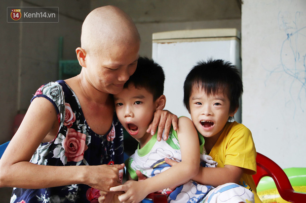 Bị ung thư buồng trứng vẫn gắng gượng đi làm, người mẹ cố sống từng ngày để lo cho đứa con khờ bệnh tật - Ảnh 11.