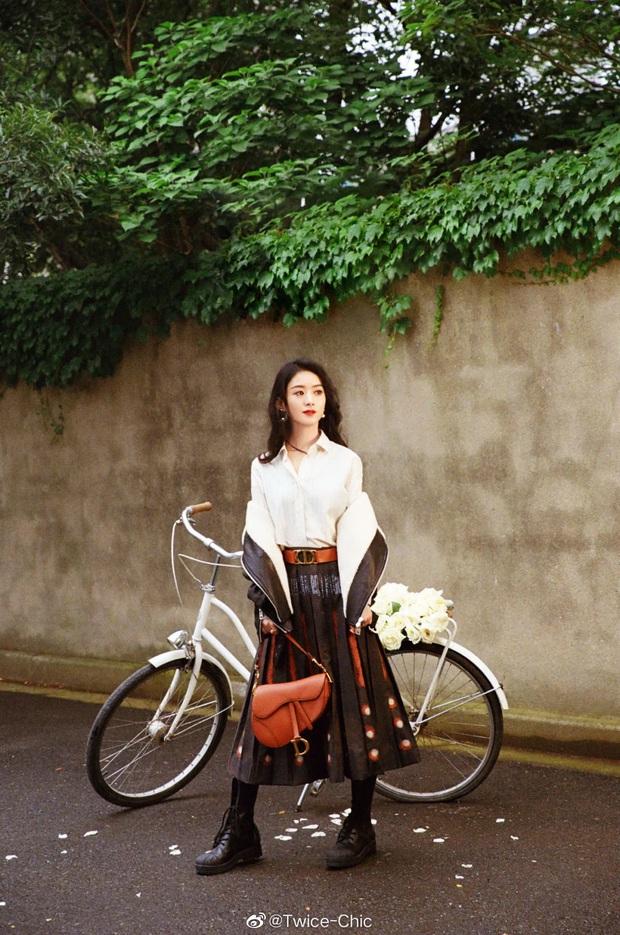 Qua thời diện hàng hiệu như hàng chợ, Triệu Lệ Dĩnh chứng tỏ khí chất thời trang ngày một tiến bộ trong photoshoot mới - Ảnh 3.