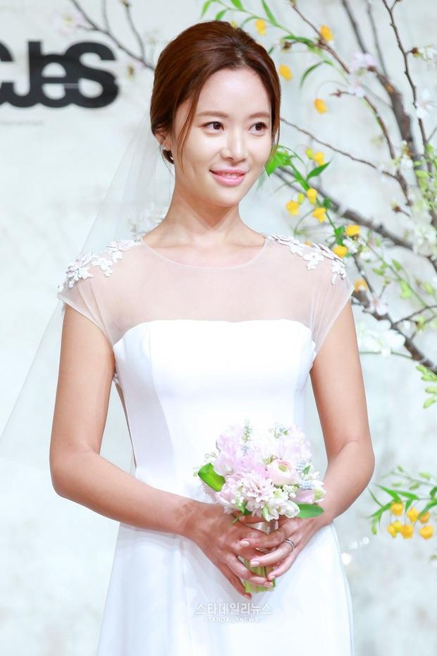 Knet đào lại loạt ảnh Hwang Jung Eum tình tứ cùng chồng 3 tháng trước: Đã cố cứu vãn hôn nhân nhưng không thể? - Ảnh 4.