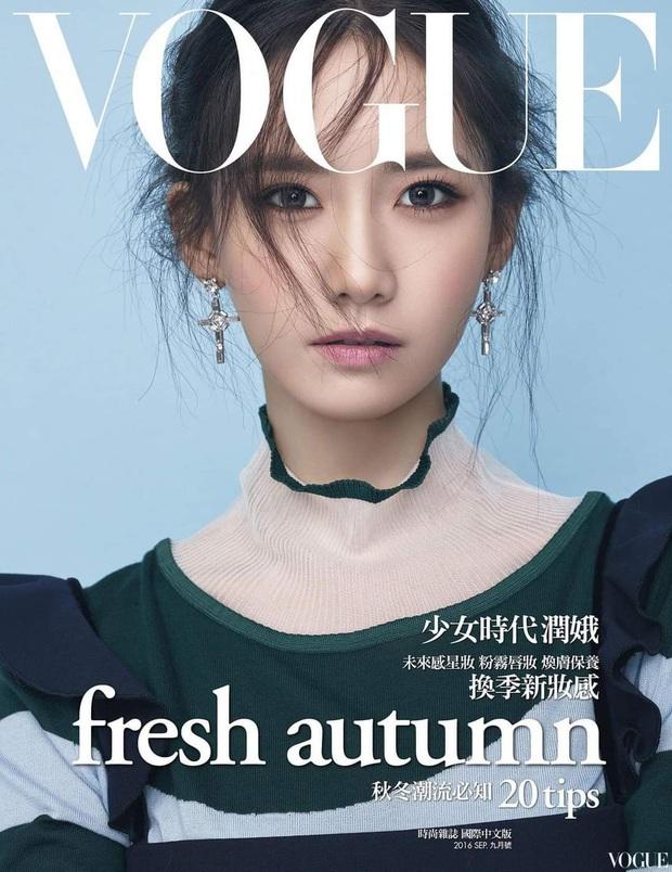 """Nữ thần Yoona lồng lộn lên 7 bìa tạp chí đặc biệt, nhưng lại gây tranh cãi vì bị """"dìm"""" với đôi mắt trợn trừng đến lạ"""