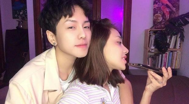 Miko Lan Trinh gây sốc bởi clip khoá môi bạn trai chuyển giới, thẳng thừng đáp trả ý kiến trái chiều: Trước mặt con cháu hôn nhau thoải mái nha bạn - Ảnh 4.