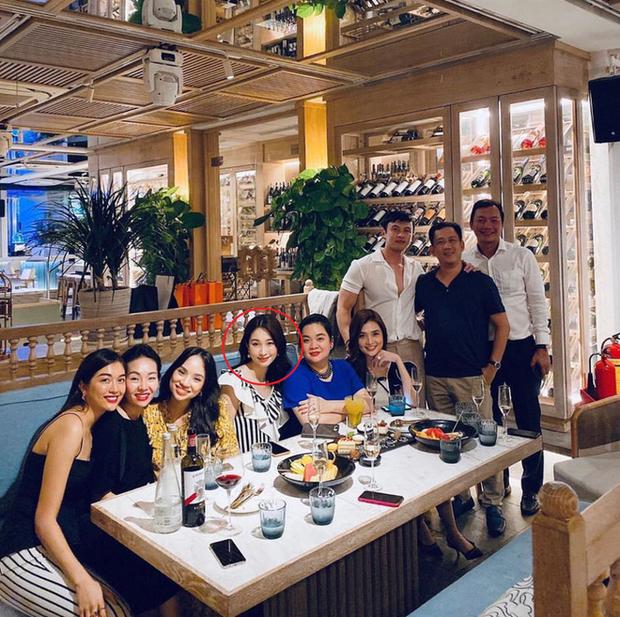 Tụ họp với hội bạn thân Shark Khoa, Đặng Thu Thảo chiếm spotlight với nhan sắc ngày càng thăng hạng sau 3 tháng sinh con - Ảnh 2.