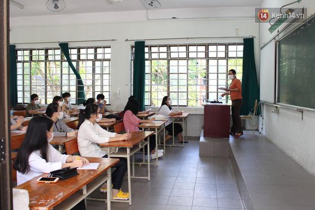 Ngày thi thứ 2 kỳ thi tốt nghiệp THPT đợt 2: Thí sinh tiếp tục thi môn tổ hợp - Ảnh 12.