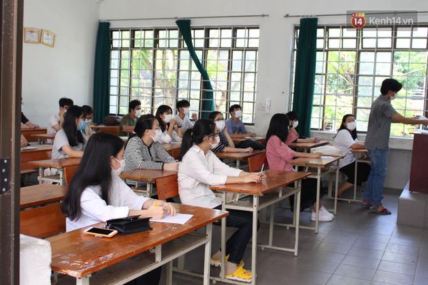 Ngày thi thứ 2 kỳ thi tốt nghiệp THPT đợt 2: Thí sinh tiếp tục thi môn tổ hợp - Ảnh 14.