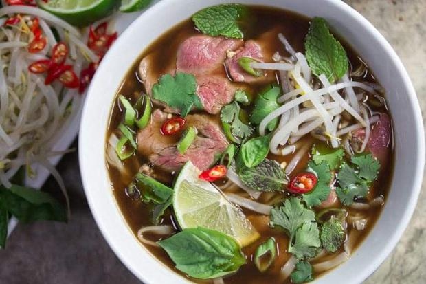 2 thực phẩm quen thuộc trong bữa sáng của người Việt nhưng có những người không nên ăn vì có thể gây hại cho dạ dày và khiến bệnh tình thêm trầm trọng - Ảnh 1.