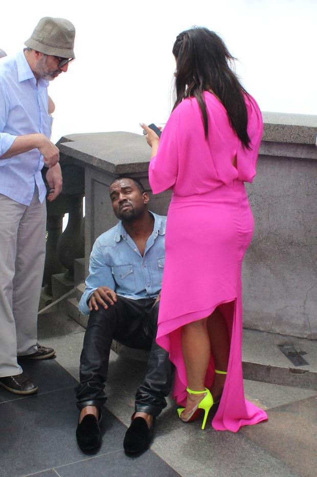 """Đằng sau ảnh sống ảo triệu like của Kim """"siêu vòng 3"""" là vẻ bất lực của Kanye: Rapper quyền lực về nhà vẫn phải phục vụ vợ mà thôi! - Ảnh 8."""