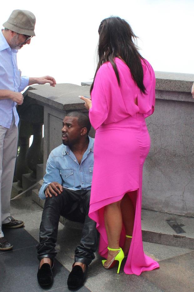 """Đằng sau ảnh sống ảo triệu like của Kim """"siêu vòng 3"""" là vẻ bất lực của Kanye: Rapper quyền lực về nhà vẫn phải phục vụ vợ mà thôi! - Ảnh 9."""