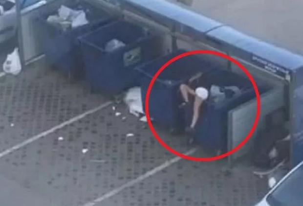 Không muốn đôi co với bạn gái, thanh niên bế người yêu ném thẳng vào thùng rác, thái độ của cô gái sau đó mới gây chú ý - Ảnh 3.