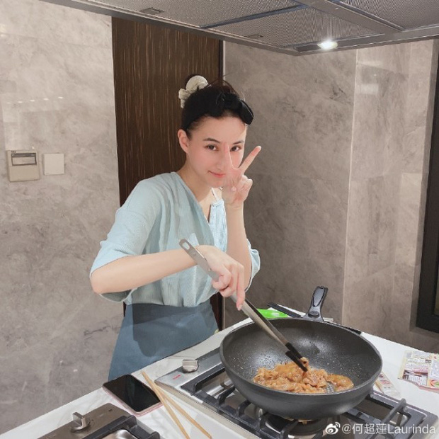 Ái nữ trùm sòng bạc nấu loạt món ngon khoe tài đảm, tài tử Đậu Kiêu đúng là bạn trai số hưởng - Ảnh 2.