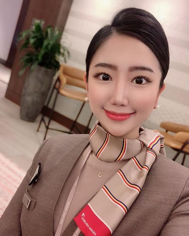 Nữ tiếp viên người Hàn bật mí bí quyết giúp cô trẻ lâu dù ngày nào cũng phải trang điểm dày phấn - Ảnh 1.
