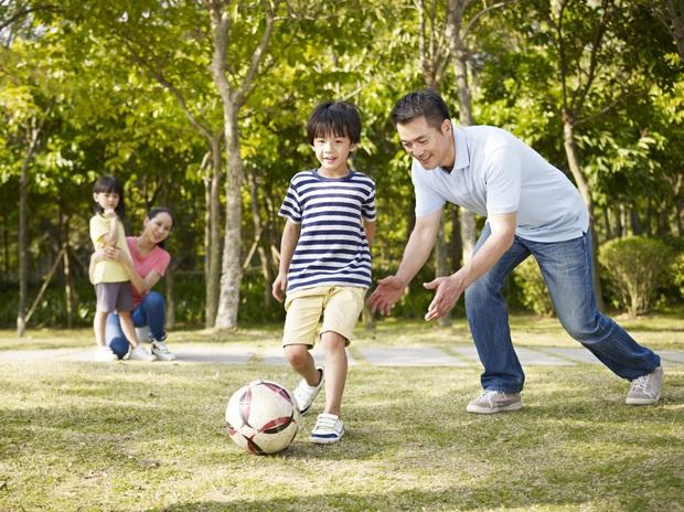 Tiến sĩ Vũ Thu Hương: Gửi các cha mẹ có con lên cấp 2, đừng cuống cuồng cho con đi học thêm ngoài, đây mới là những điều trẻ thực sự cần - Ảnh 4.