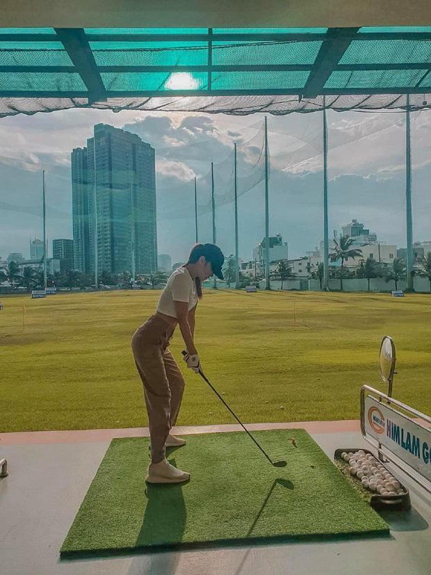 Sân golf hóa đấu trường đọ body trá hình của mỹ nhân Vbiz: Hương Giang cực nuột bên Matt Liu, Hoa hậu, Á hậu so kè quá căng - Ảnh 3.
