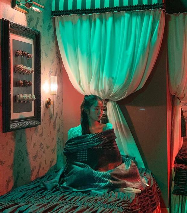 Thánh soi cũng phải thua Irene: Cứ mặc váy chụp hình là quấn khăn kín mít, đợi chị lộ hàng chắc không bao giờ có - Ảnh 7.