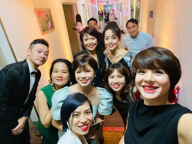Diễm Quỳnh đọ sắc cùng đàn em tại VTV, xem ảnh không ai tin MC đã 48 tuổi  - Ảnh 1.