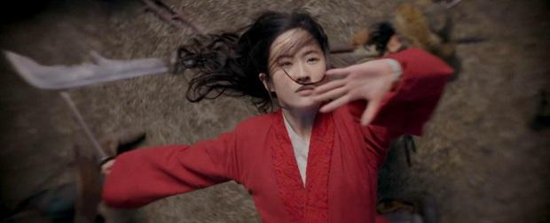 Review Mulan: Hoành tráng như một bản hùng ca, Lưu Diệc Phi đánh giặc chẳng khác nào Avengers - Ảnh 4.