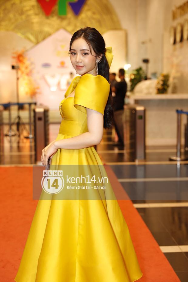 Thấy bất công thay cho Quỳnh Kool: Thường ngày mặc tôn dáng là thế, dự VTV Awards lại tự dìm hàng vì đầm bồng xòe - Ảnh 2.