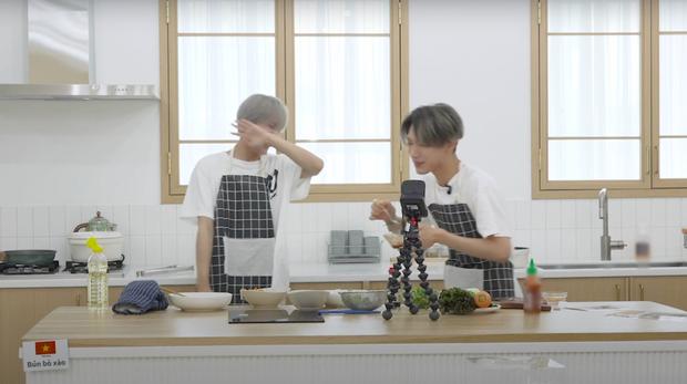 """Nhà SM giờ """"cuồng"""" Việt Nam quá rồi: Đưa cả công thức nấu ăn bằng tiếng Việt vào show, idol phải tự mò mẫm để hiểu cách làm - Ảnh 6."""