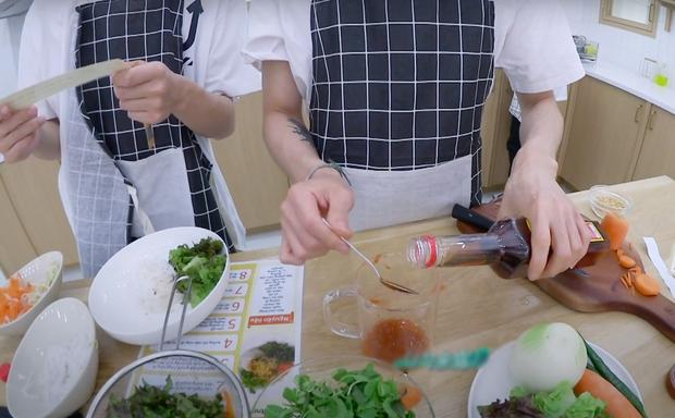 """Nhà SM giờ """"cuồng"""" Việt Nam quá rồi: Đưa cả công thức nấu ăn bằng tiếng Việt vào show, idol phải tự mò mẫm để hiểu cách làm - Ảnh 7."""