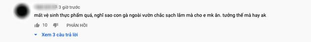 Con trai Bà Tân Vlog bị dân mạng chỉ trích gay gắt khi nấu cháo với gà còn nguyên lông: Vừa mất vệ sinh lại còn phí phạm thức ăn - Ảnh 10.