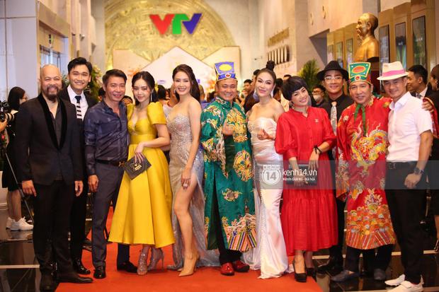 Thảm đỏ VTV Awards 2020: Quỳnh Búp Bê và Hoàng Thuỳ Linh đọ body cực gắt, dàn Táo Quân gây bão khi đồng loạt đổ bộ - Ảnh 5.