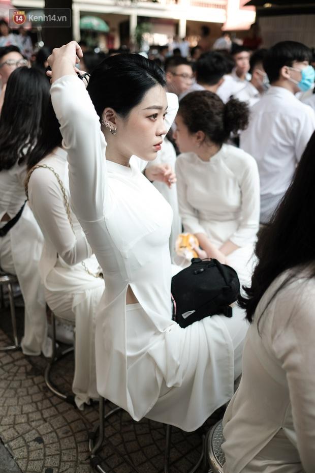 Lại có dịp để ngắm gái xinh trường Trần Phú, đeo khẩu trang vẫn ngời ngời khí chất - mở ra một chút là rụng tim luôn! - Ảnh 2.