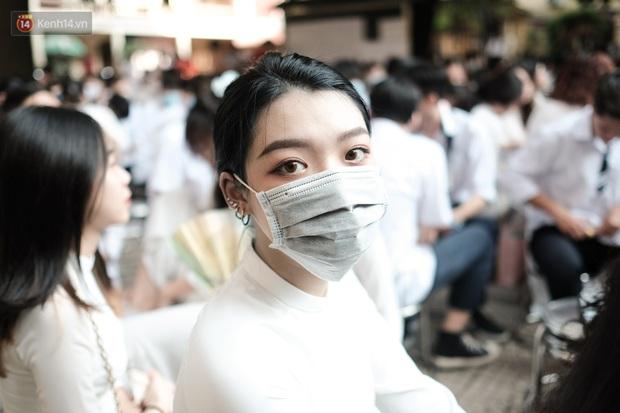 Lại có dịp để ngắm gái xinh trường Trần Phú, đeo khẩu trang vẫn ngời ngời khí chất - mở ra một chút là rụng tim luôn! - Ảnh 1.
