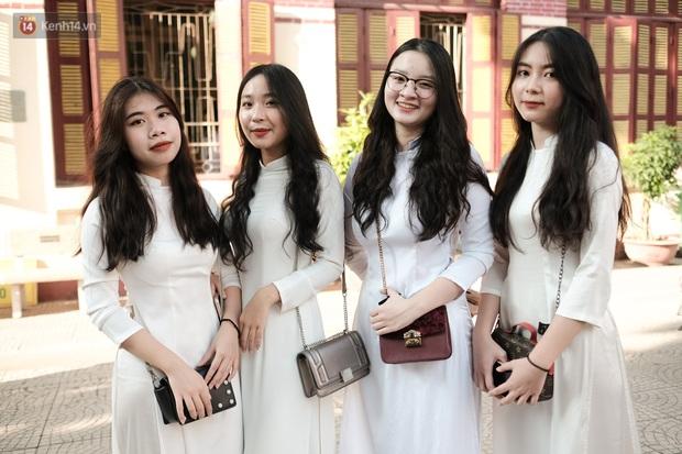 Lại có dịp để ngắm gái xinh trường Trần Phú, đeo khẩu trang vẫn ngời ngời khí chất - mở ra một chút là rụng tim luôn! - Ảnh 6.